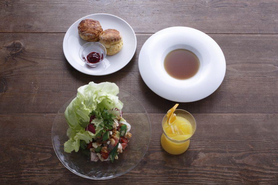 とっておきの日の朝食 ボウルサラダとスコーン